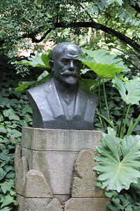 """Bust of Francisco Pascacio Moreno (May 31, 1852–November 22, 1919), a prominent explorer and academic in Argentina, where he is usually referred to as Perito Moreno (perito means """"specialist, expert""""). Buenos Aires Botanical Garden"""