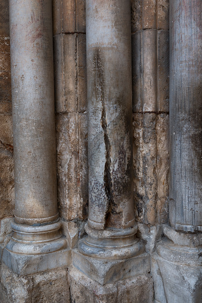 Cracked pillars at the Church of the Holy Sepulcher