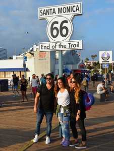 Los Angeles - Posing Tourists at Route 66 Sign