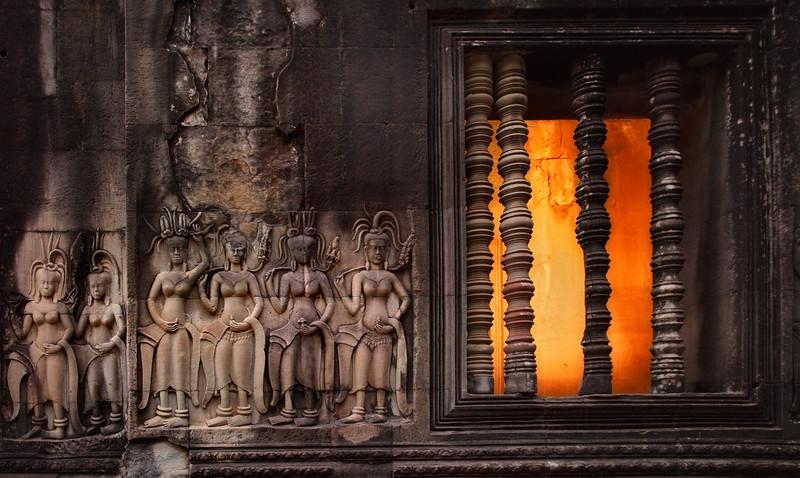 Apsara bas relief, Angkor Wat.