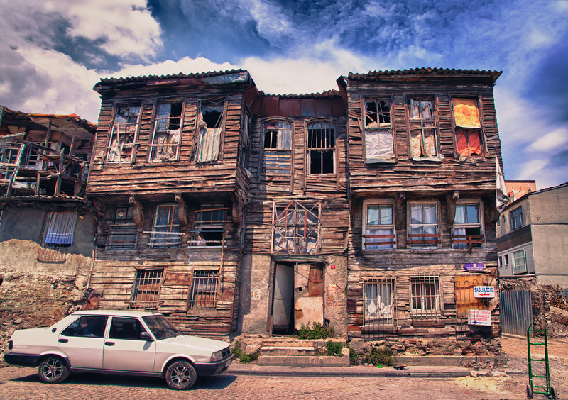 Crumbling house, Fatih district, Istanbul.