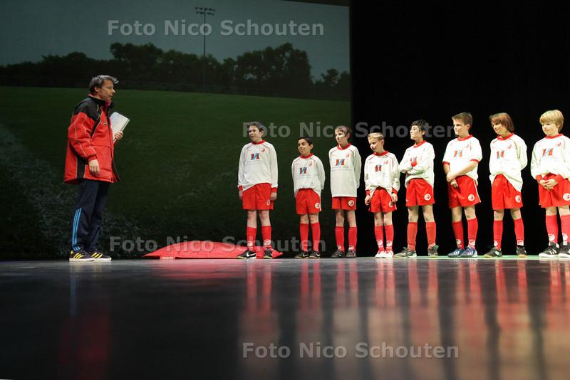 Wel winnen hè! Theatervoorstelling in het Stadstheater voor vrijwilligers in de sport - ZOETERMEER 2 APRIL 2013- FOTO NICO SCHOUTEN