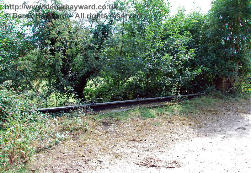 The southern parapet of the Iron River bridge.  In this case someone appears to have stolen the railings! 27.07.2008