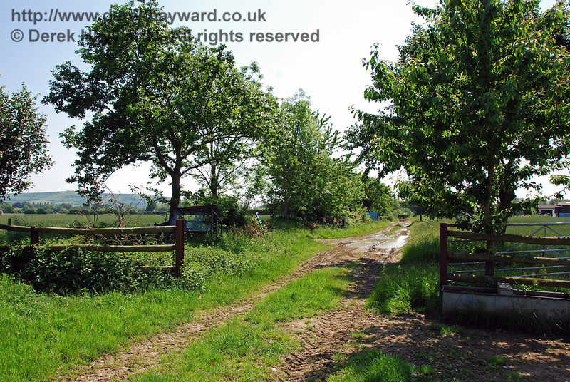 This view looks back south west from the same point, towards Culver Junction.  02.06.2007