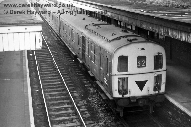 1316 waiting to depart from Uckfield with the 16:08 to Tonbridge on Sunday 16.03.1975.  Eric Kemp retains all rights to this image.