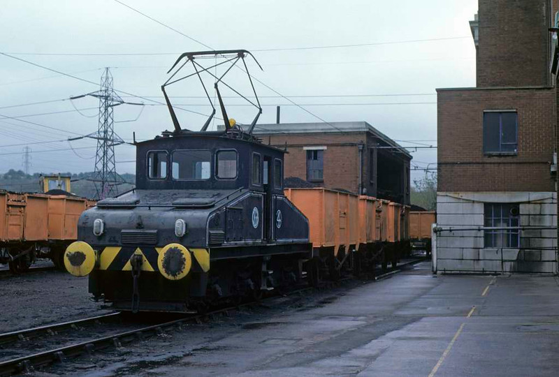 No 4, Kearsley power station, Bolton, Sun 29 April 1979.  Robert Stephenson & Hawthorn Bo-BoWE 7284 / 1945.  Now preserved at the Electric Railway Museum, Coventry.  Photo by Les Tindall.