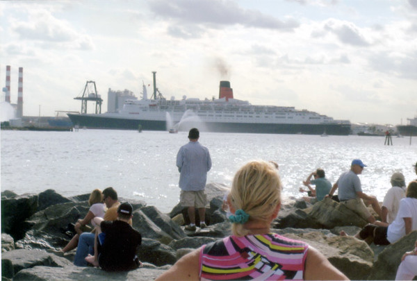 QE2 sails from Ft. Lauderdale for the last time, April 2008.<br /> Dave Henke Photo.