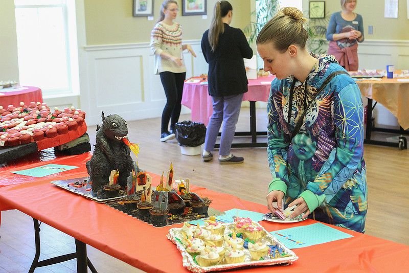 Katie Dion from Lowell looking over the cup cakes<br /> SENTINEL&ENTERPRISE/Scott LaPrade