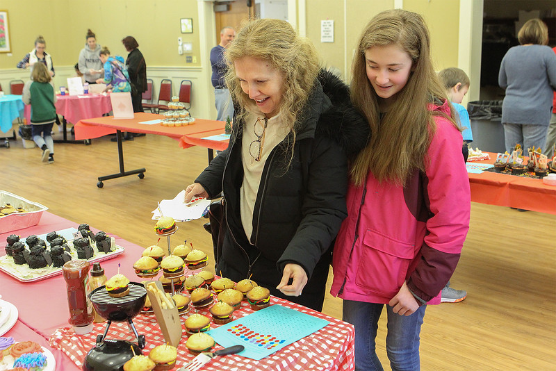 Karen and her daughter Brienna Deteau from Townsend looking at the hamburg cupcakes<br /> SENTINEL&ENTERPRISE/Scott LaPrade