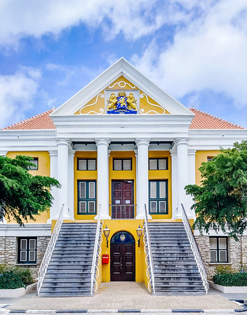 The Town Hall dates from 1860. The symmetrical building houses the Parliament of the Netherlands Antilles on its eastern side, and the Court of Justice on its western side.
