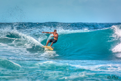 Surfing Playa Kanoa