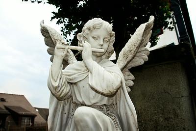 L'ange qui joue