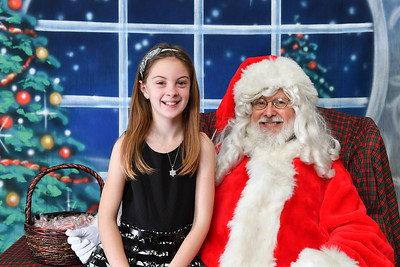 Coldwell Banker Gundaker Santa 2016-888