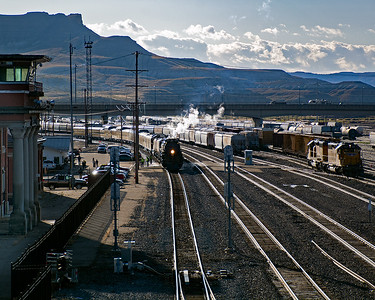 September 30, 2019.  I drove east from Evanston and intercepted the 4014 as it was arriving in Green River, Wyoming.