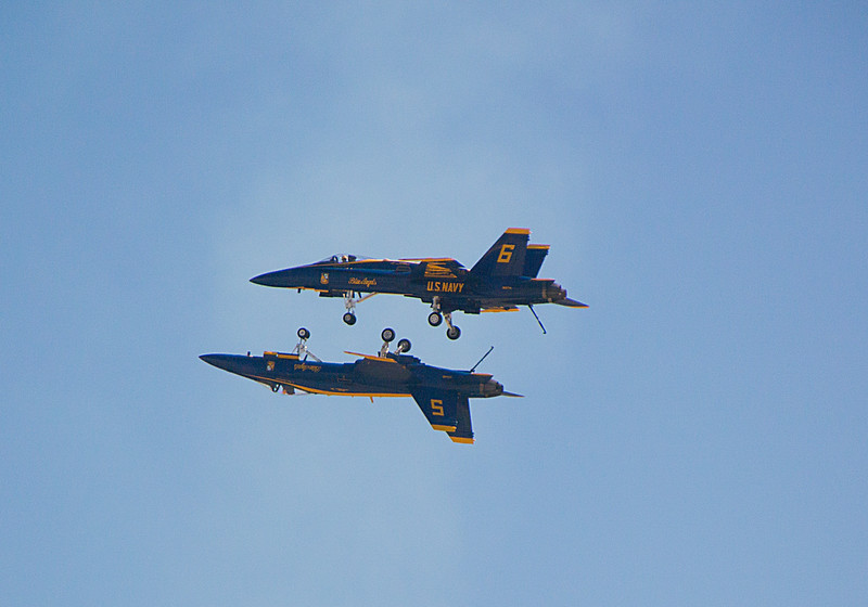 Blue Angels wheel to wheel