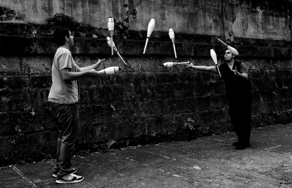 "03-04-2012: ""Eight in the Air""<br /> <br /> Performers practicing for their intervention at the #TransitArte culture fair"