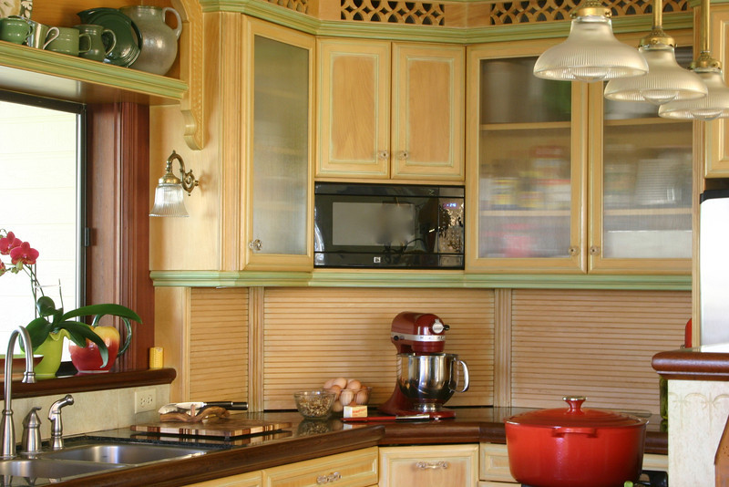 This is an extremely efficient kitchen for one person. You can stand in one spot and touch the fridge, sink, microwave, and stove, and yet it is spacious enough to cook for large family gatherings.