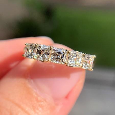 1.28ctw Asscher Cut Diamond 5-Stone Band, 18kt Yellow Gold