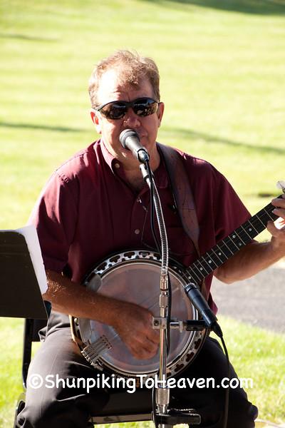 Banjo Player, Buttons and Banjo Polka Band