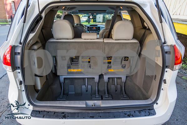 Toyota_Sienna_XLE White_6VJJ472_LOGO-21