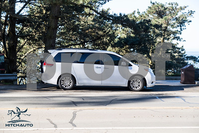 Toyota_Sienna_XLE White_6VJJ472_LOGO-18