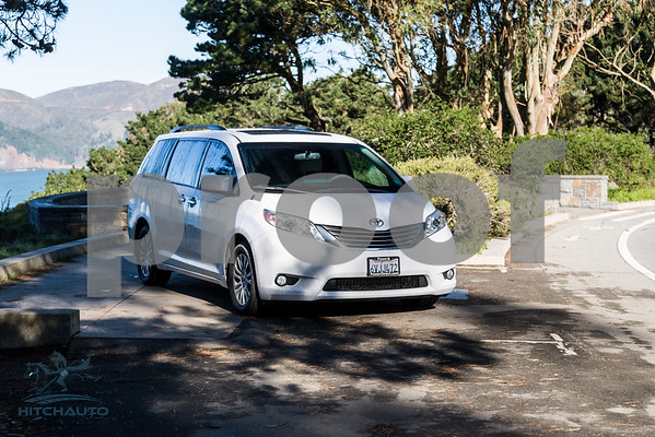 Toyota_Sienna_XLE White_6VJJ472_LOGO-10