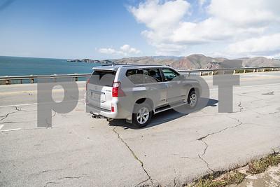 LexusGX460_Silver_7UTC493-7