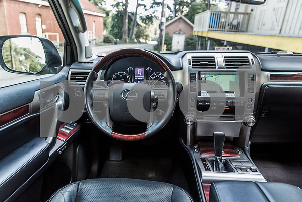 LexusGX460_Silver_7UTC493-46