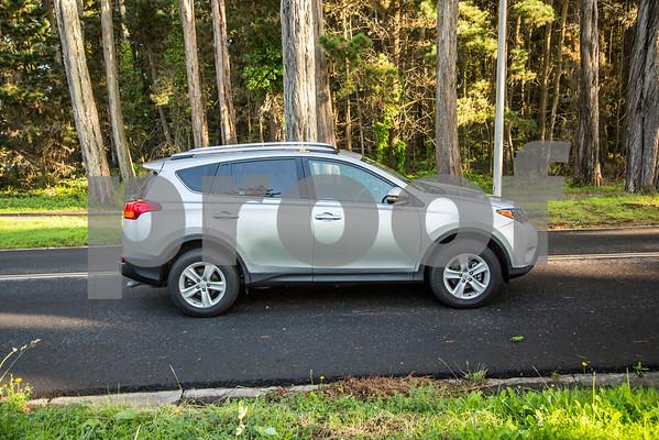 ToyotaRAV4XLE_Silver_7HPB731-22