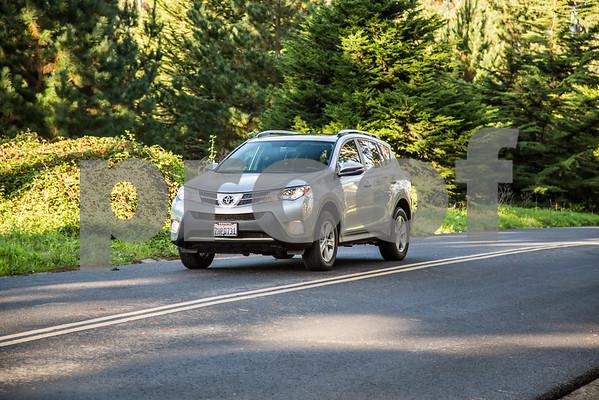 ToyotaRAV4XLE_Silver_7HPB731-10
