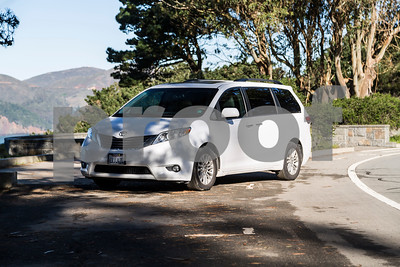Toyota_Sienna_XLE White_6VJJ472-2