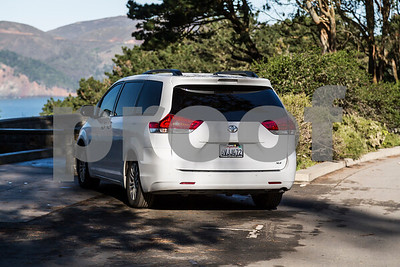 Toyota_Sienna_XLE White_6VJJ472-10