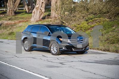 ToyotaVenzaLE_Black_7UTC490-10