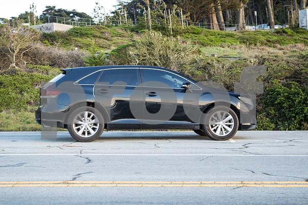ToyotaVenzaLE_Black_7UTC490-8