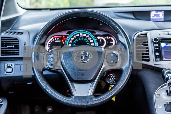 ToyotaVenzaLE_Black_7UTC490-36