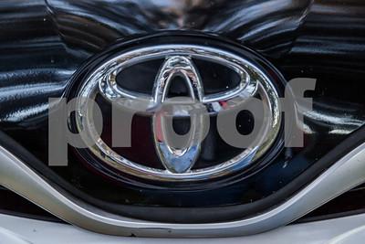 ToyotaVenzaLE_Black_7UTC490-32