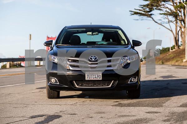 ToyotaVenzaLE_Black_7UTC490-12
