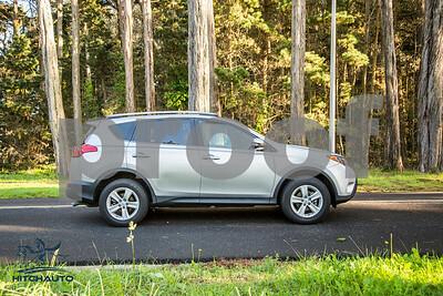 ToyotaRAV4XLE_Silver_7HPB731_4000pixel-23