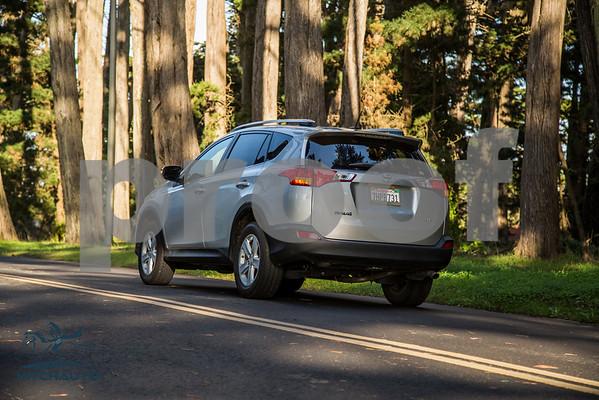 ToyotaRAV4XLE_Silver_7HPB731_4000pixel-4