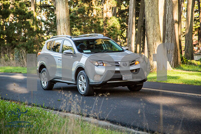 ToyotaRAV4XLE_Silver_7HPB731_4000pixel-13