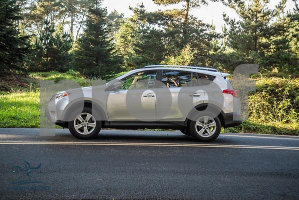 ToyotaRAV4XLE_Silver_7HPB731_4000pixel-15