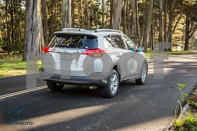 ToyotaRAV4XLE_Silver_7HPB731_4000pixel-21