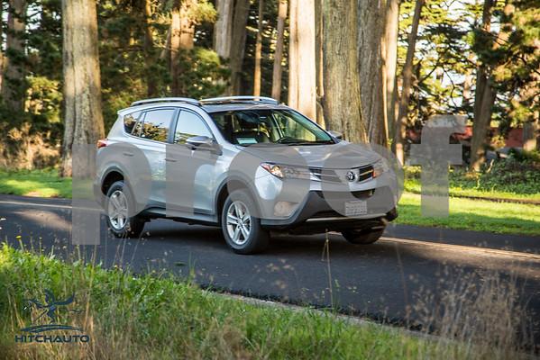 ToyotaRAV4XLE_Silver_7HPB731_4000pixel-26