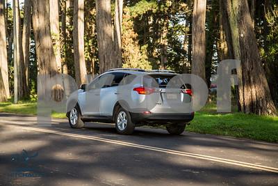 ToyotaRAV4XLE_Silver_7HPB731_4000pixel-5