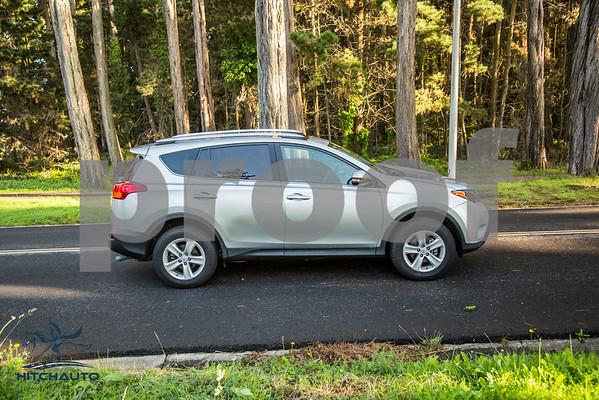 ToyotaRAV4XLE_Silver_7HPB731_4000pixel-22