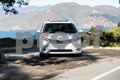 Toyota_Sienna_XLE_ White_6VJJ472_4000Pixel-7338