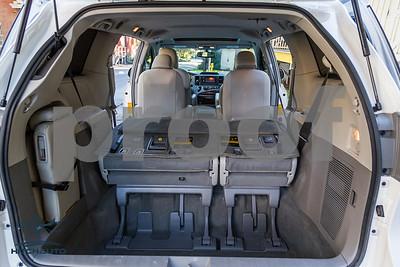 Toyota_Sienna_XLE_ White_6VJJ472_4000Pixel-7462