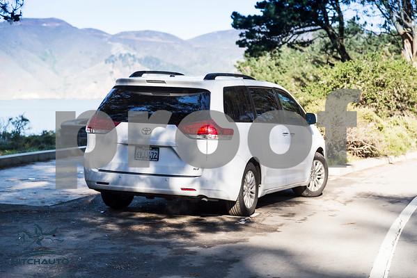 Toyota_Sienna_XLE_ White_6VJJ472_4000Pixel-7425