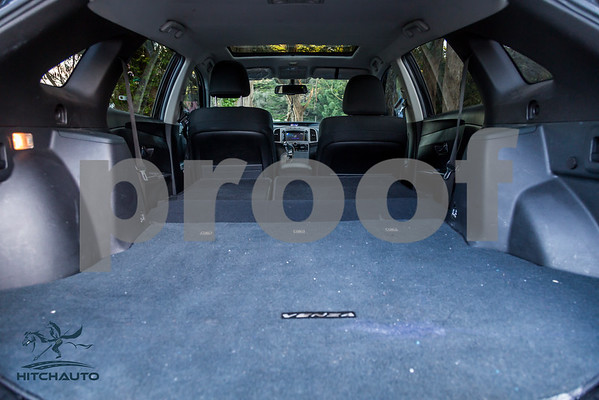 ToyotaVenzaLE_Black_7UTC490_LOGO_4000Pixel-6705
