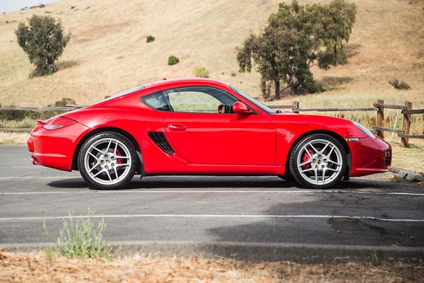 Porsche_CaymanS_Red_8CYA752-2996